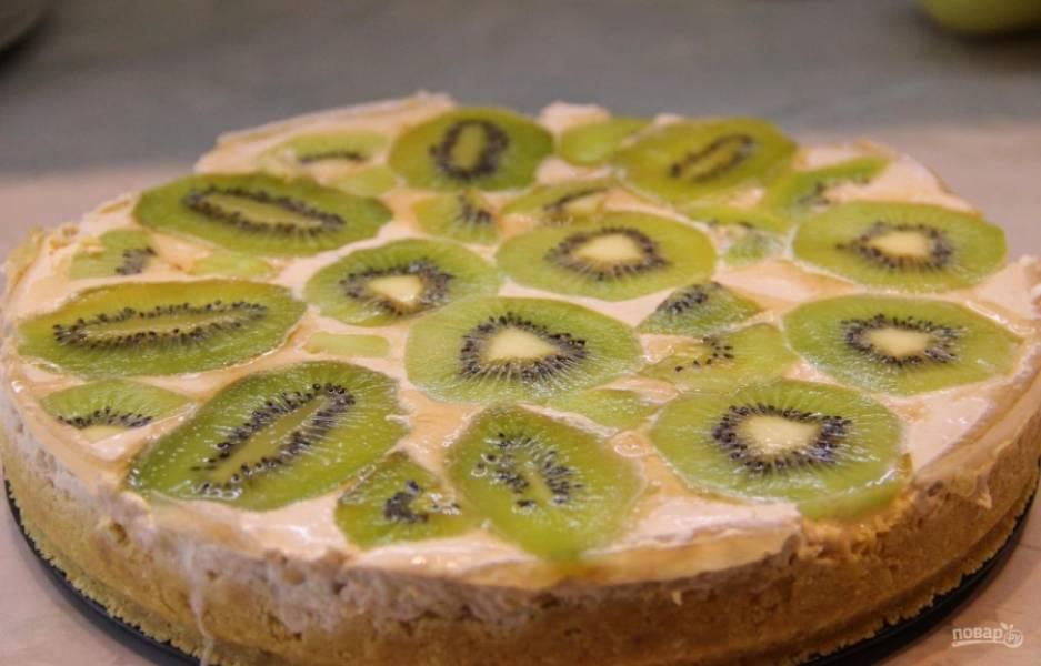 13.Через 12 часов достаю тортик из холодильника, вынимаю его из разъемной формы (сделать это очень легко). Приятного аппетита!