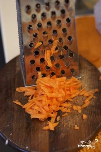 Морковь на крупной терке.