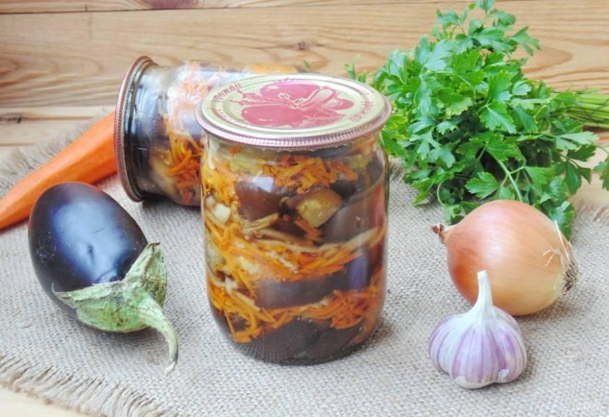 Замечательный салат из баклажанов, моркови и лука готов. Подавайте на закуску.