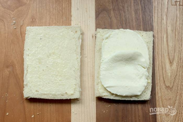2. Выложите сыр.