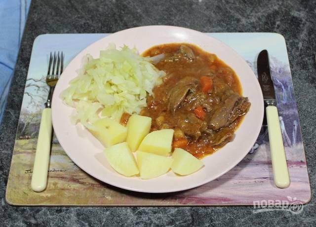 4.Подавайте баранину с гарниром из любых овощей или с кашей, макаронами. Приятного аппетита!