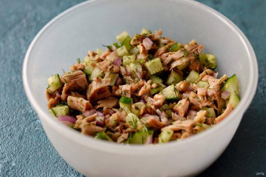 Соедините все ингредиенты в миске. Заправьте кетчупом #Махеевъ, добавьте соль и перец. Хорошенько перемешайте.