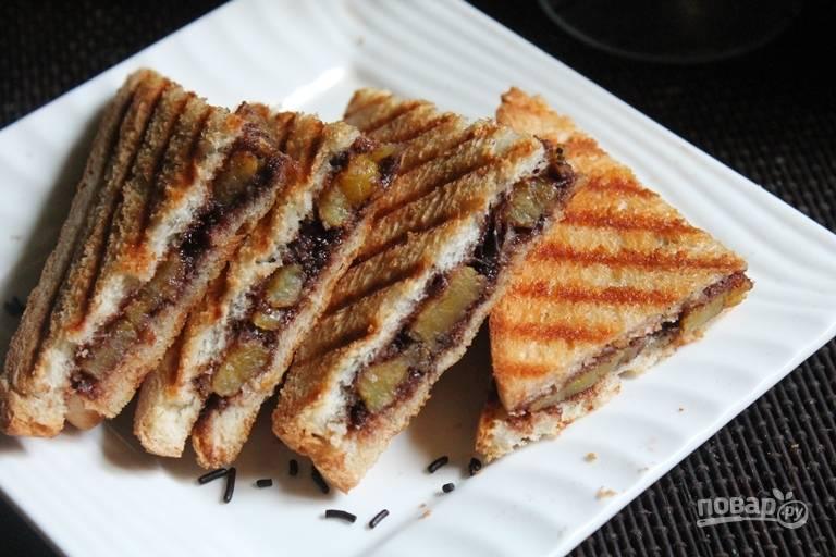 Выпекайте сэндвичи 3-4 минуты до золотистой корочки. Вкусного вам завтрака!