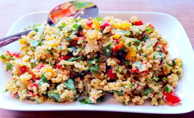 3. Вам осталось только достать готовое блюдо из духовки, перемешать и подать к столу, щедро посыпав свежей зеленью!