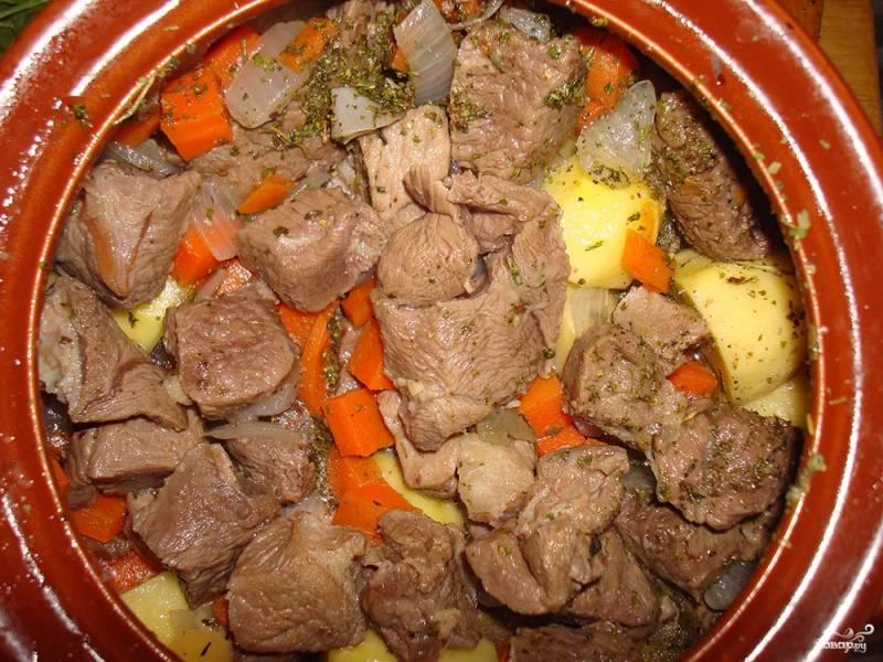 Баранина в горшочках с картошкой