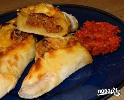 Вкусную и сочную свиху подаем к столу с аджикой, томатным соком или просто с кефиром.