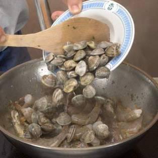 Добавьте моллюски.