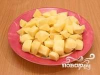 Картофель крупно порезать.
