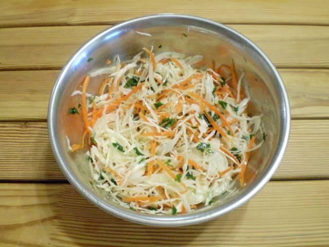 6. Перемешать, салат готов. Подавать свежеприготовленным. Приятного! Витаминный салат готов!
