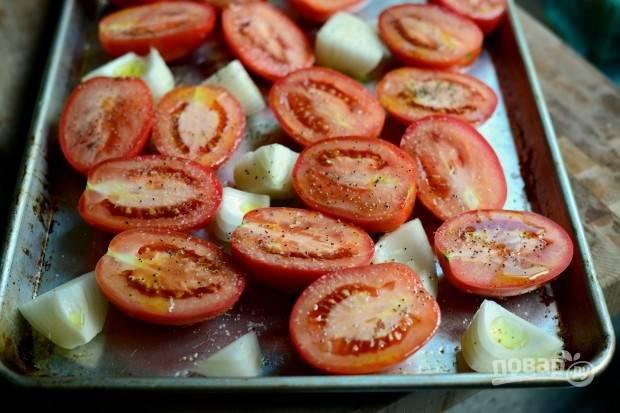 4. Добавьте соль, перец и отправьте запекаться в духовке при 190 градусах на 45 минут.