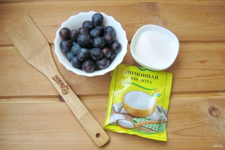 Подготовьте для компота терн, сахар и лимонную кислоту.