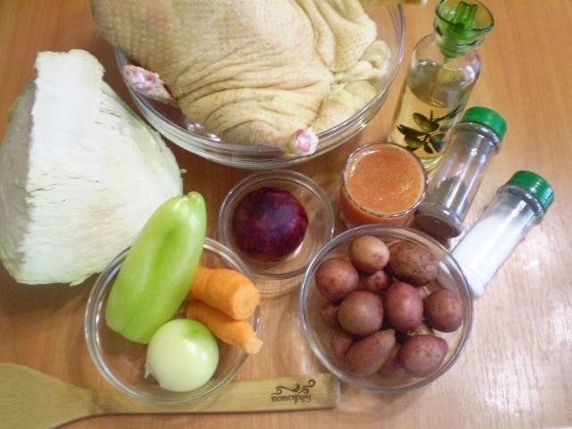 Подготовьте необходимые продукты. Овощи очистите и вымойте.