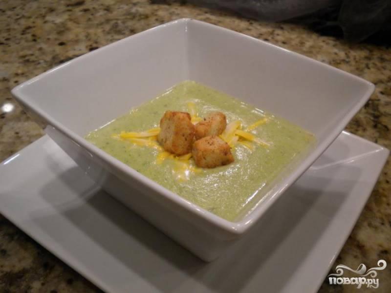 5.Посыпать сыром и положить гренок. Подать на стол.