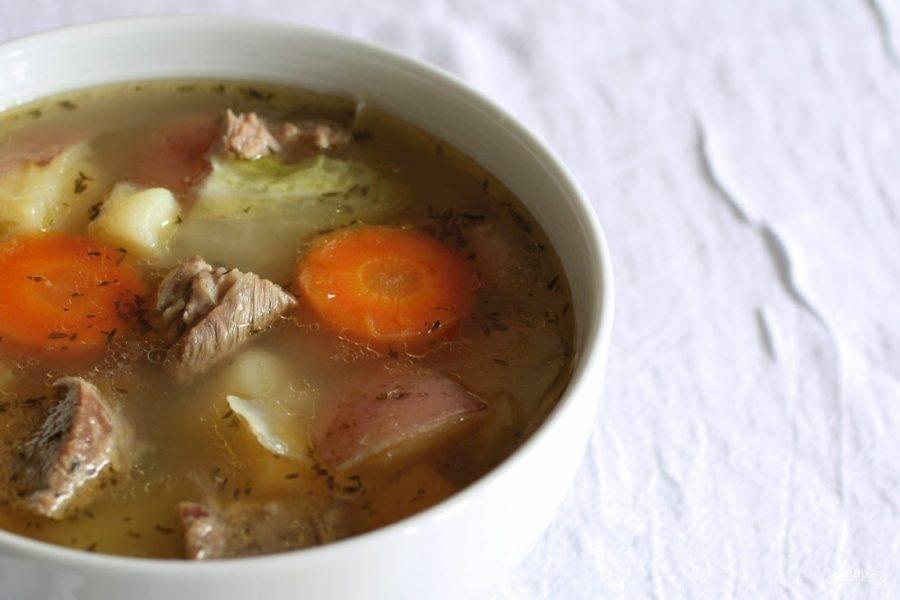4.Добавьте тмин и удалите лавровый лист, разлейте суп по тарелкам и сразу подавайте к столу.