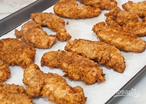 Обжарьте куриное филе с каждой стороны по 2 минуты. Всё готово! Приятного аппетита!