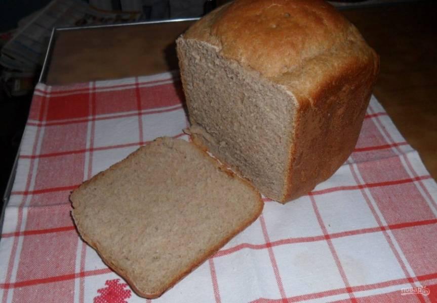 """6. Если вы ограничены во времени, то можно использовать функцию """"Ускоренный хлеб"""", но по нему выпечка получается более плотной и не так хорошо поднимается. Если вам нужно отложить время выпечки, в этой хлебопечке есть функция """"Таймер"""". После приготовления хлеб еще немного стоит и уже потом беспрепятственно извлекается."""