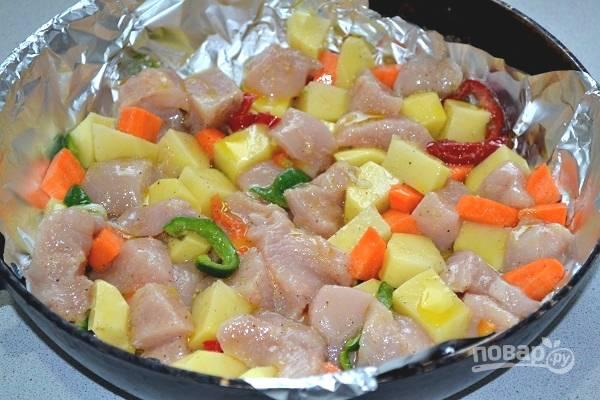 9. Переложите все в жаропрочную форму и отправьте в духовку.