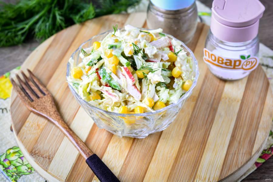 Крабовый салат с икрой мойвы