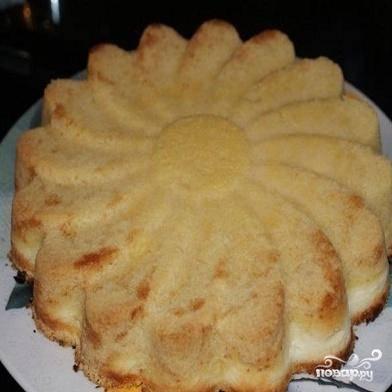 5.Разогреть духовку до 200 градусов. Пирог выпекается 20-30 минут.
