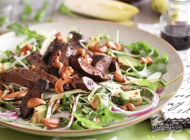 Салат с говяжьей печенью