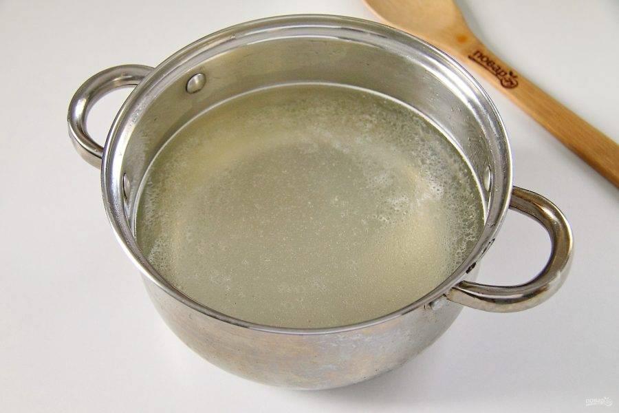 Суп можно приготовить как на воде, так и на любом мясном бульоне. Количество регулируйте от желаемой густоты супа.