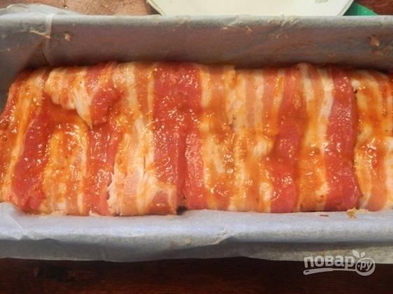 Перекладываем хлеб на пергамент в форму и отправляем в заранее разогретую до 180 градусов духовку на 40-45 минут.