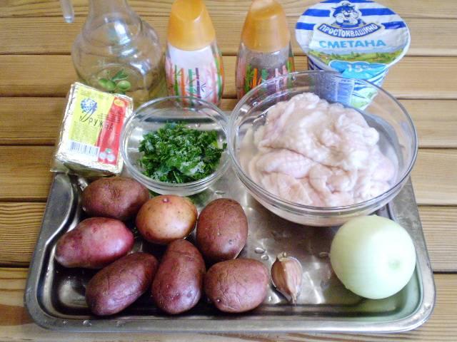 1. Приготовим необходимое количество продуктов. Куриные шкуры тщательно вымыть, удалить лишний жир, не повреждая кожу. Дать хорошо стечь воде.