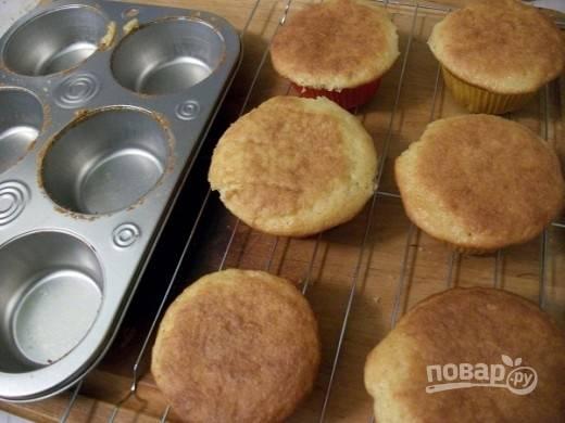Запекайте кексы при 180 градусах в духовке в течение 20-25 минут.