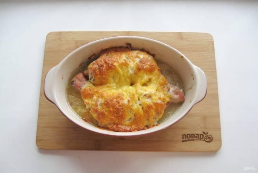 Запекайте в духовке при температуре 185-190 градусов 45-50 минут до золотистой корочки.