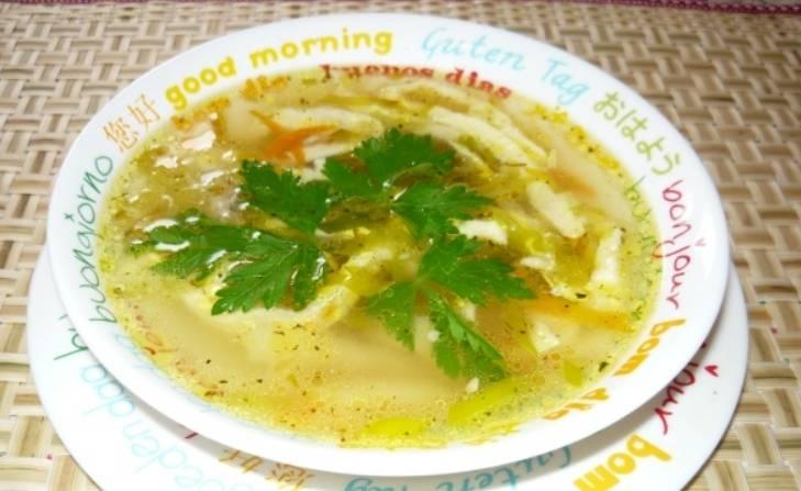Также добавляем в суп измельченную зелень. Приятного аппетита!
