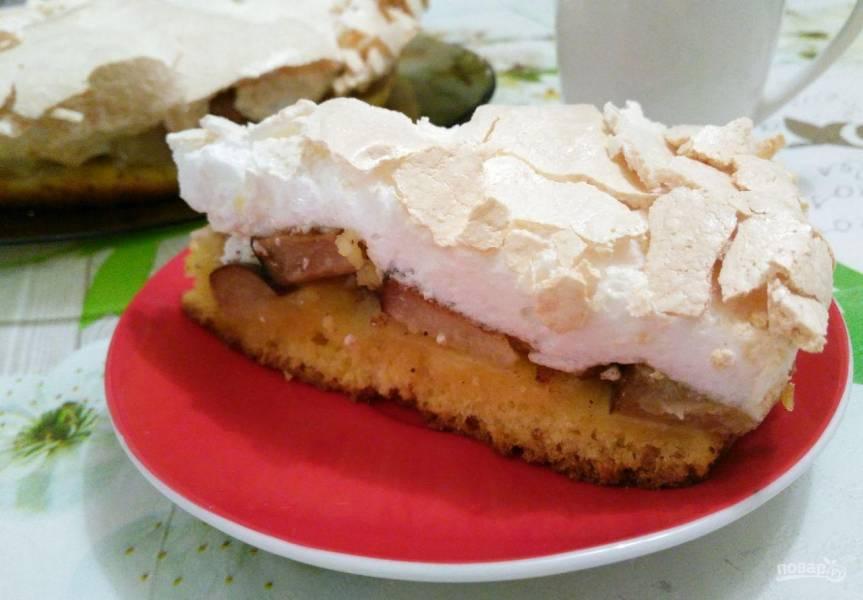 Трёхслойный фруктовый пирог с меренгой