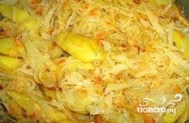 Добавить томатную пасту, картофель,посолить, добавить специи.  Приятного аппетита!