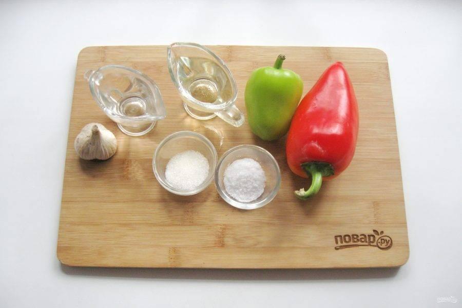 1. Подготовьте продукты для приготовления сладкого перца в масле.