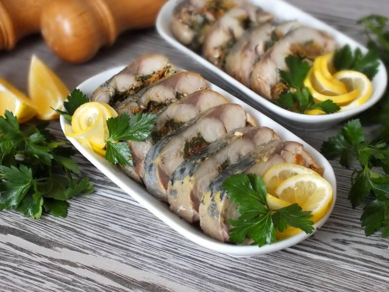 Скумбрия фаршированная с желатином и яйцом
