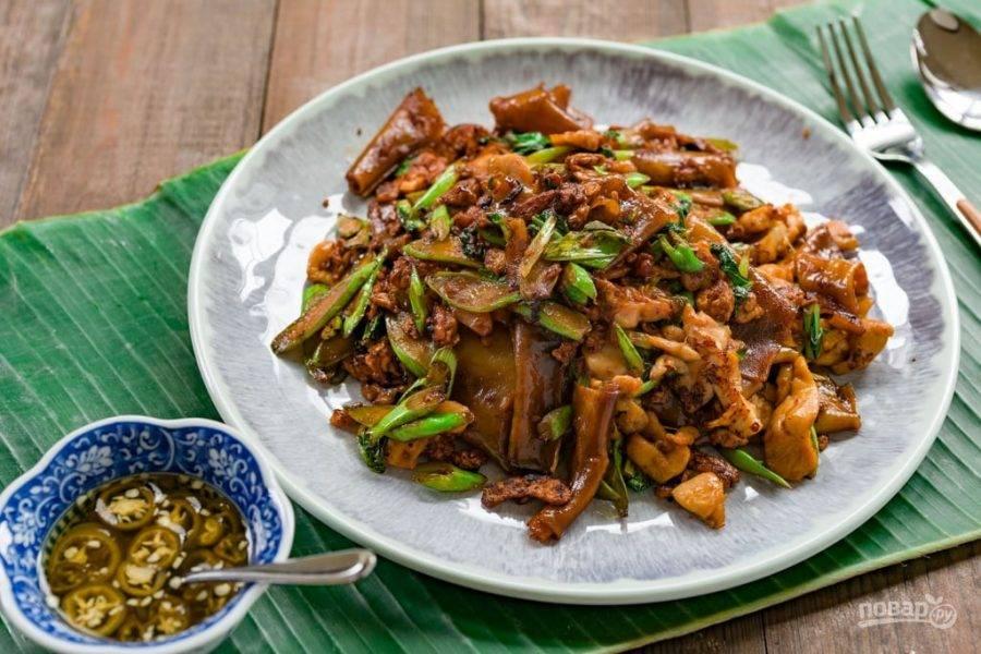8.Подавайте блюдо сразу после приготовления с маринованным перцем. Приятного аппетита!