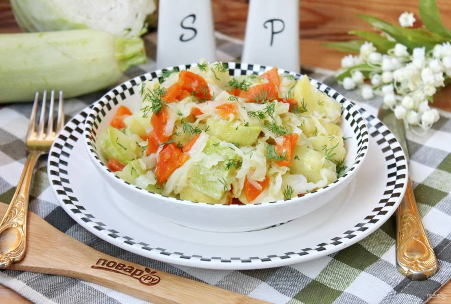 Рагу с кабачками, картофелем и капустой