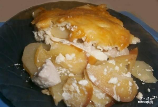 Курица с картошкой и яблоками