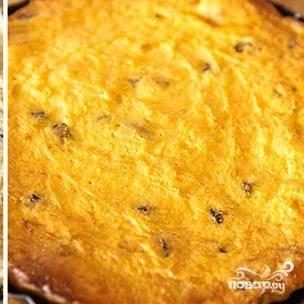 Выкладываем тесто в форму для запекания. Ставим в духовку, нагретую до 200 градусов, и выпекаем около 25 минут до золотистости.