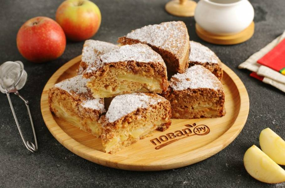 По желанию посыпаем пирог сахарной пудрой и подаем к столу. Приятного чаепития!