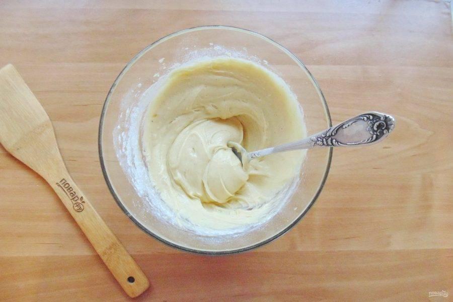 Тщательно перемешайте тесто до однородной, гладкой консистенции.