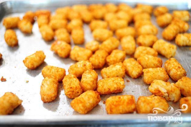 Запечь картофельные кусочки в течении 20-25 минут.