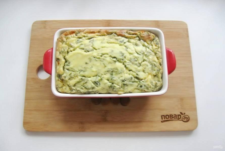 Готовьте запеканку в духовке при температуре 175-180 градусов в течение 40-45 минут.