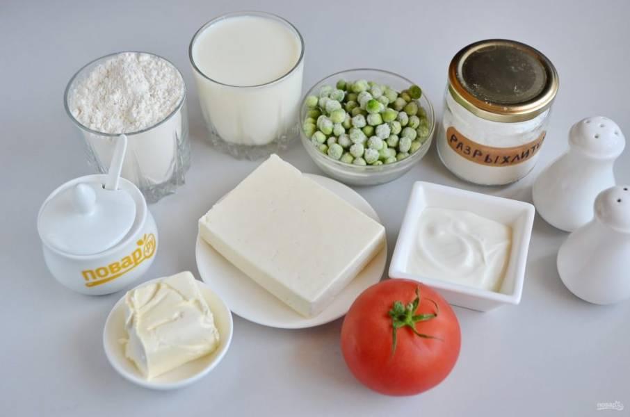 1. Подготовьте продукты. Горошек заранее размораживать не нужно.