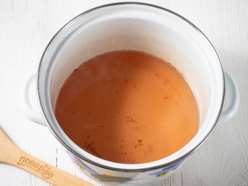Снова закипятите и добавьте лимонную кислоту. Аккуратно! Пробуйте на вкус.