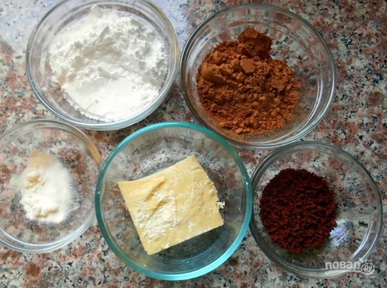 Сначала подготовим все ингредиенты. При помощи кухонных весов отмерьте все ингредиенты, так консистенция получится правильной.