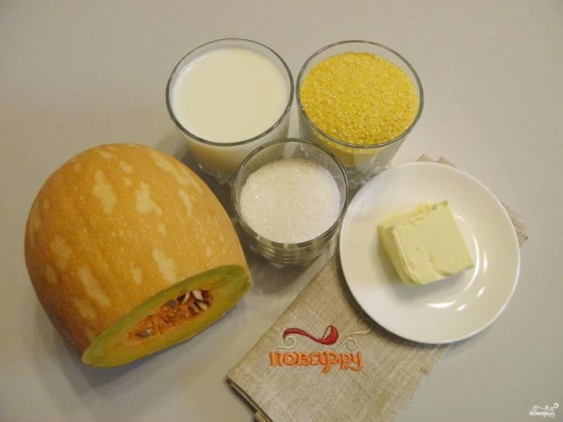 Подготовьте продукты для каши. Отмерьте необходимое количество кукурузной крупы, сахара, масла и молока. Теперь можно приступать.