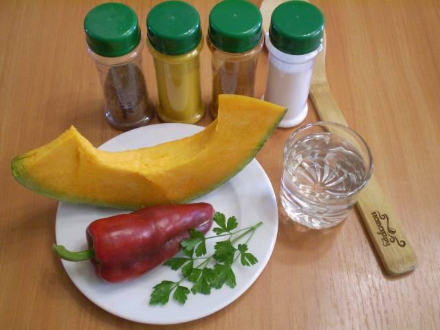 Подготовьте тыкву, сладкий перец и специи.