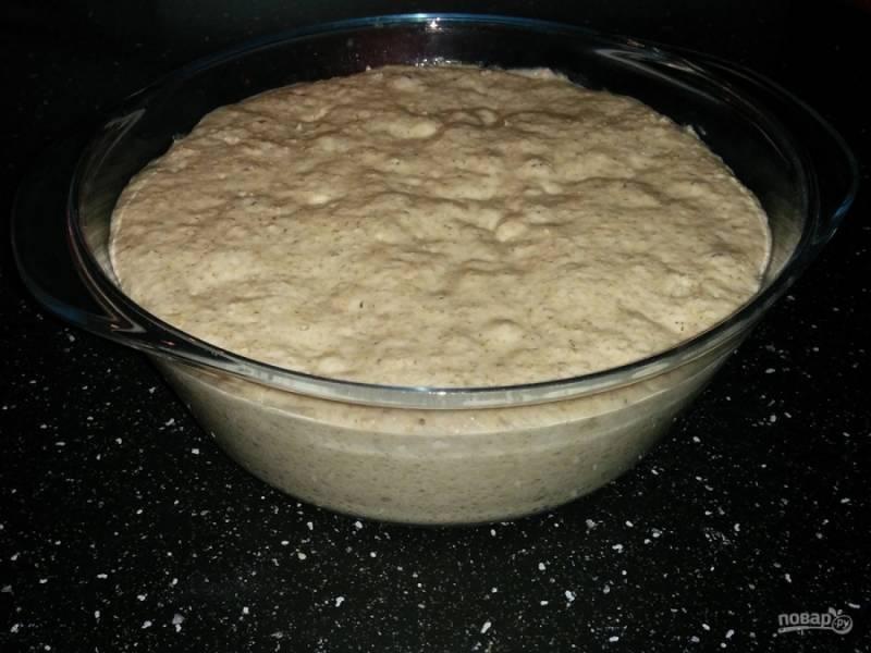 3. Оставляем опару на 10-12 часов, а если за это время печь не будете, уберите ее потом в холодильник.