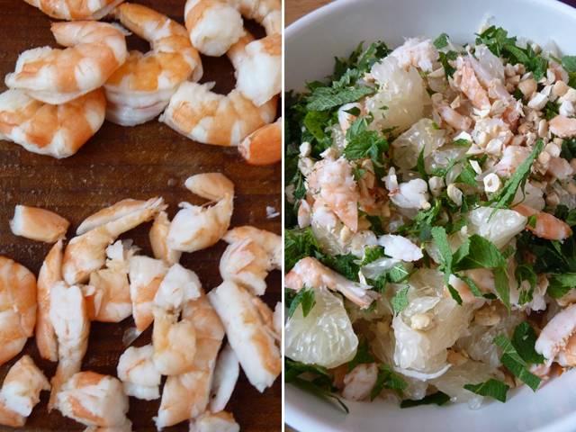 Порежьте креветки на кусочки по 1 см., не забудьте оставить пару целых штук для украшения. Смешайте в миске помело с морковкой, добавьте креветки, орешки, зелень.