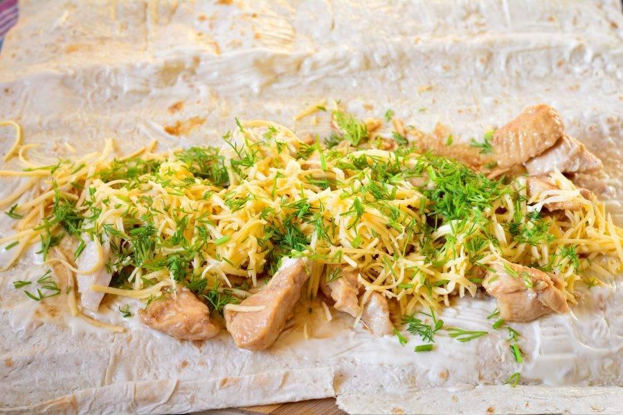 Добавьте в начинку по вкусу мелко нарезанный укроп.